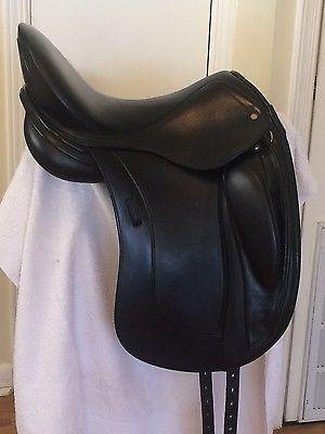 Schleese Obrigado dressage saddle, 17.5