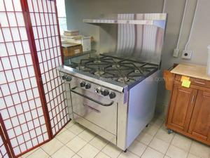 Sale 17-691, 6-Flame Gas Stove/Oven