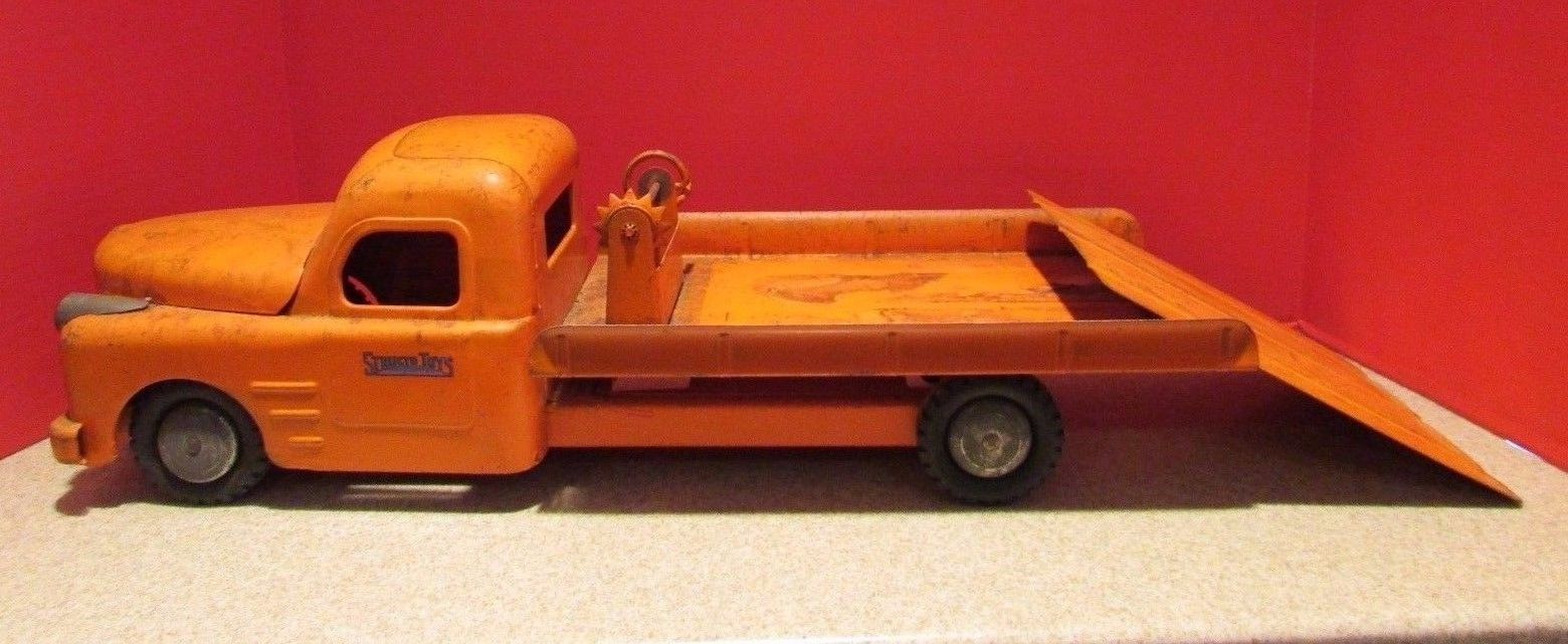 1940s STRUCTO FLATBED CAR CARRIER TOW TRUCK  NICE SHAPE - motor - ramp ++