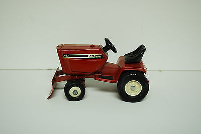 1/16 old red Cub Cadet 682 Lawn & Garden Tractor w/ blade by Ertl, Hard to Find