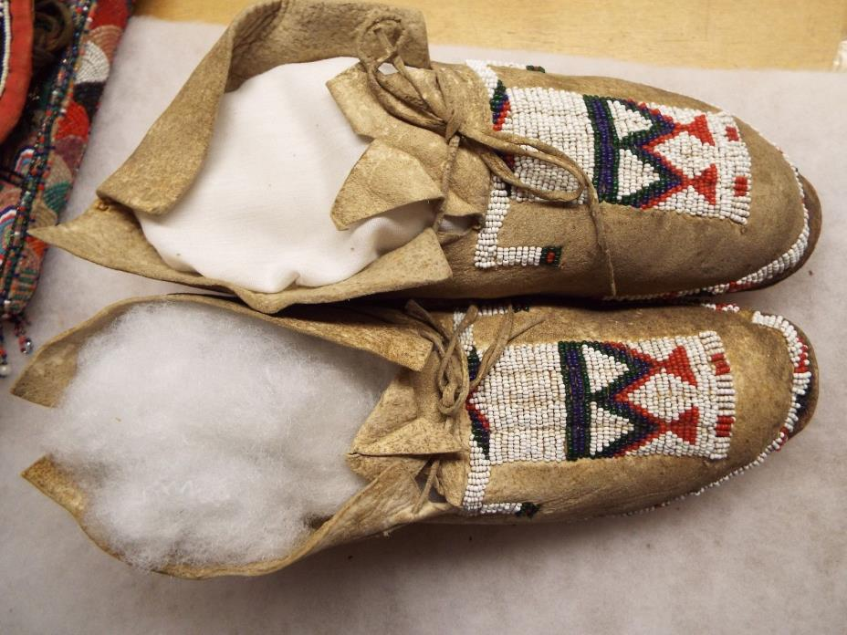 OLD NATIVE AMERICAN INDIAN BEADED  MOCCASINS, SEED BEADS ,SINEW TYED, FIGURAL