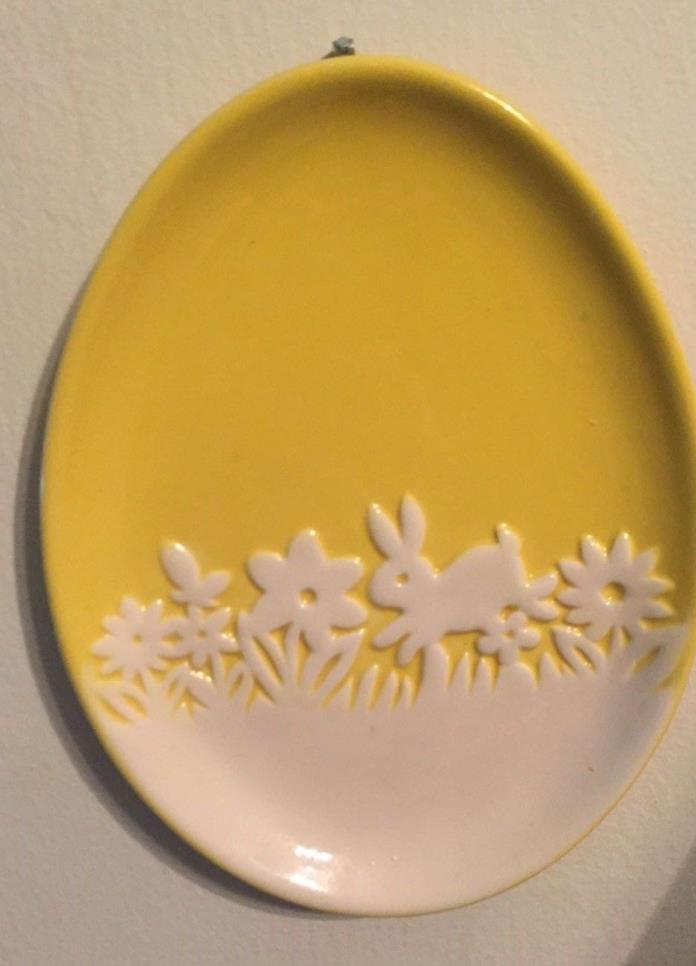 Ceramic plate wall hanging Easter yellow and white w bunny hangs on wall