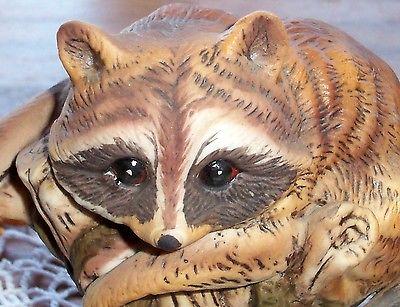 Vtg Enesco Imports Raccoon Figurine Folk Art Raccoon Climbing Tree Branch #E9025