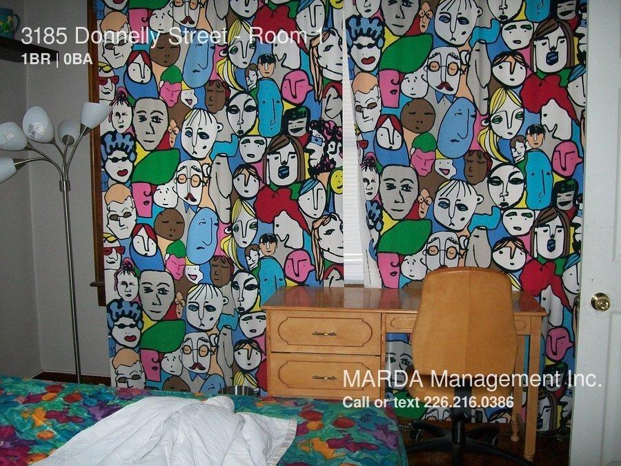 Student Room for Rent - $350 Near University of Windsor