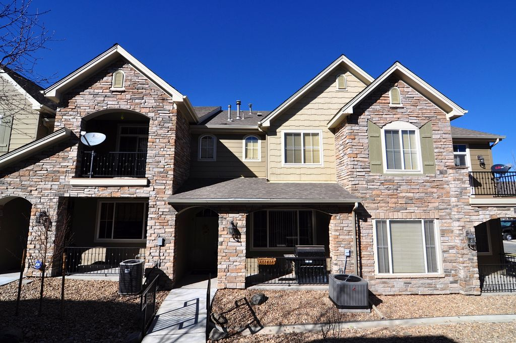Upscale Northglenn townhome to share