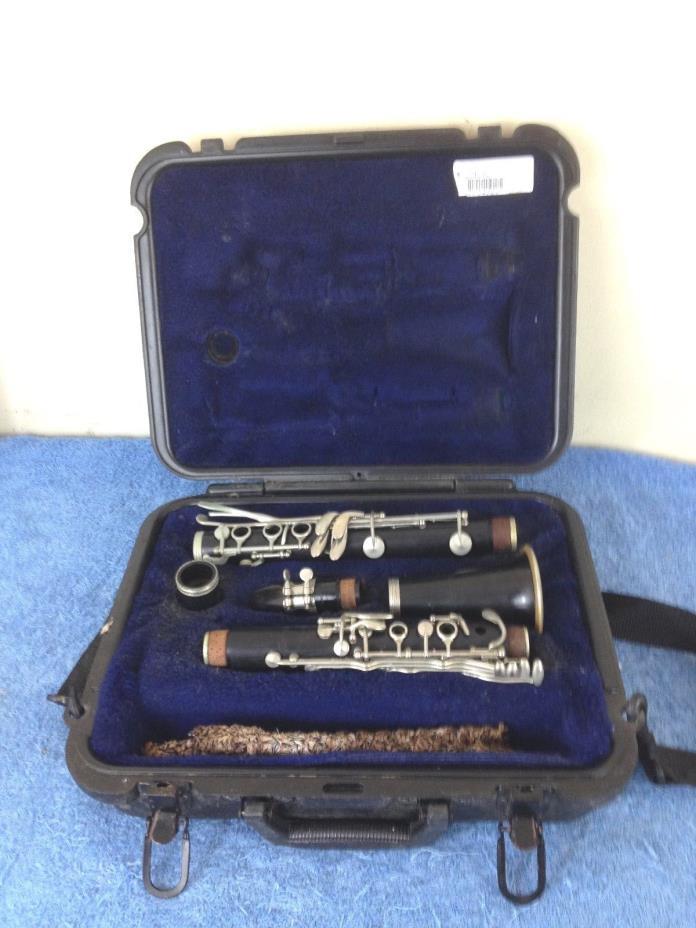 Selmer Signet 100 Wooden Clarinet  w/ Case