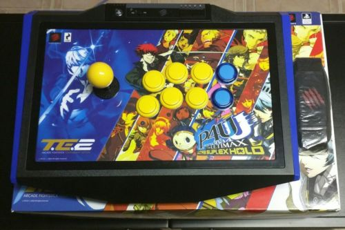 Mad Catz Persona 4: The Ultimax Ultra Suplex Hold FightStick TE2 Sony PS4 PS3