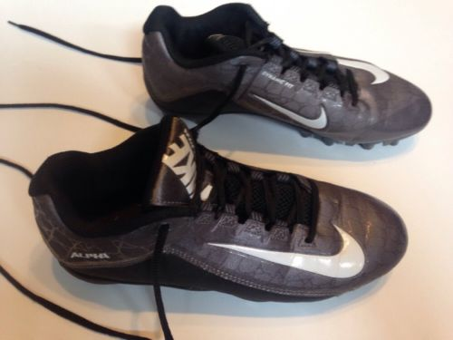 Boys 7.5 Nike Football Cleats
