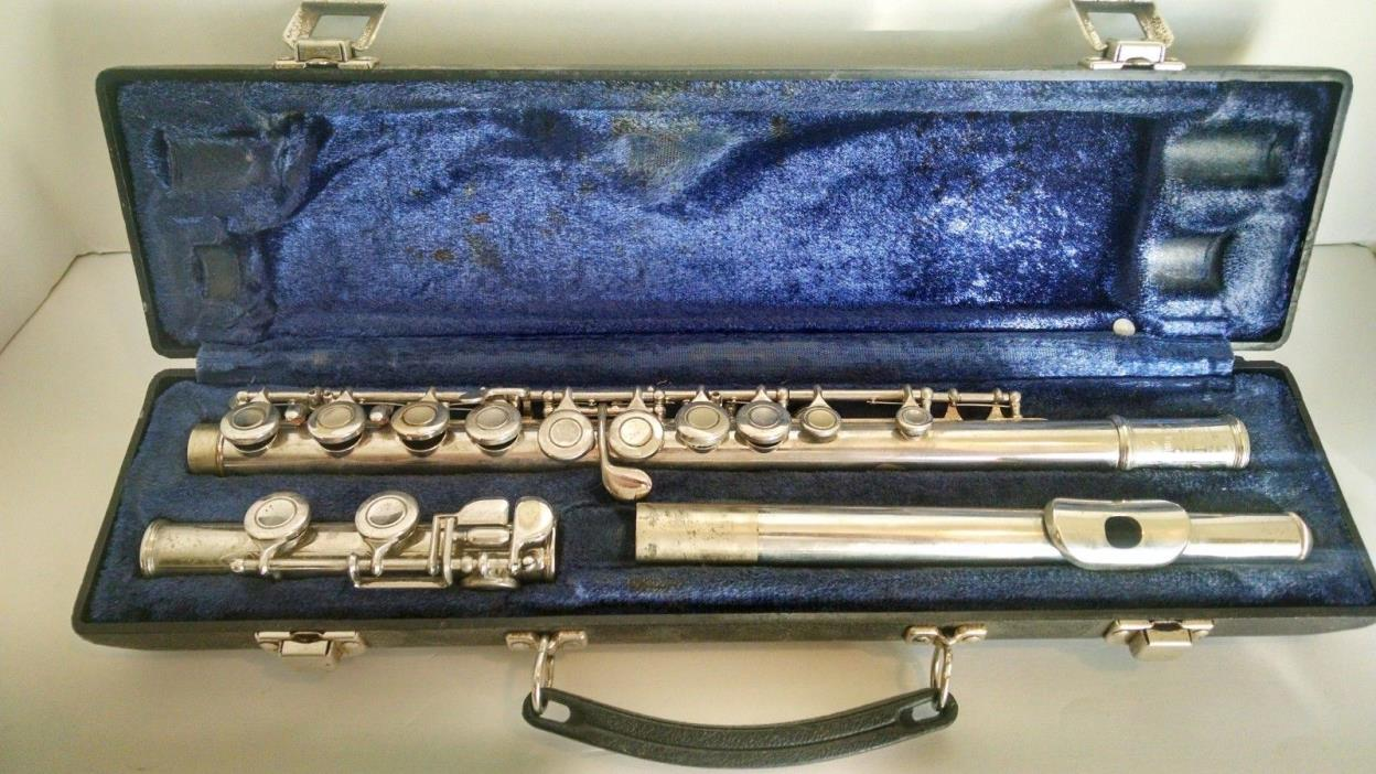 Selmer Bundy Flute  Serial  Number 417604  with Case