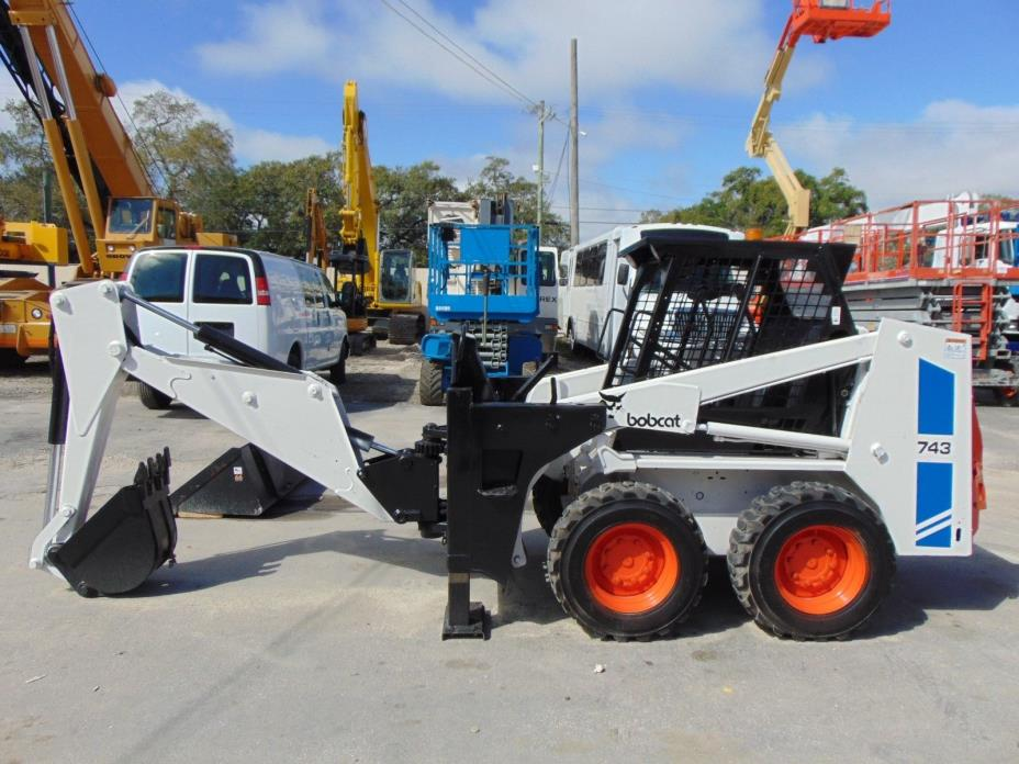 BOBCAT 743  SKID STEER LOADER AND MINI EXCAVATOR BACKHOE ATTACHMENT W/ OUTRIGGER