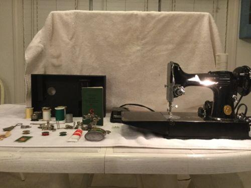 Vintage Singer Featherweight 221-1 Sewing Machine