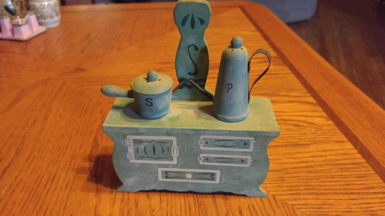 Wood Stove with Pots Salt and Pepper shaker set