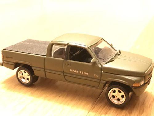Johnny Lightning 1996 Dodge Ram 1500 Truck, 4x4 Off Road Hemi, Matte Green