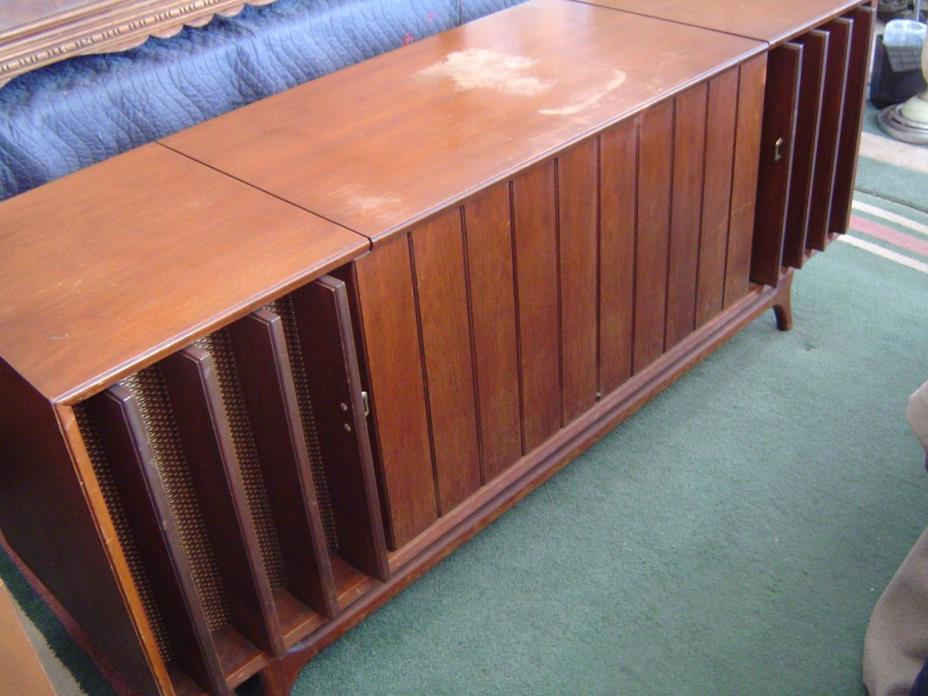 Zenith Stereo Am/Fm Radio Record Player Console Cabinet LOCAL PU ONLY WARREN, M