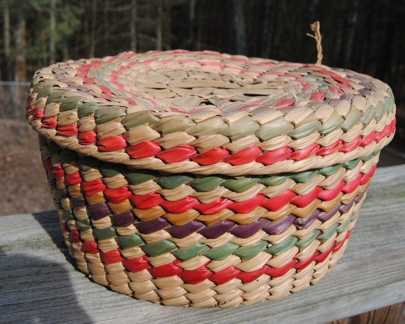 VINTAGE WOVEN BASKET WITH ATTACHED LID