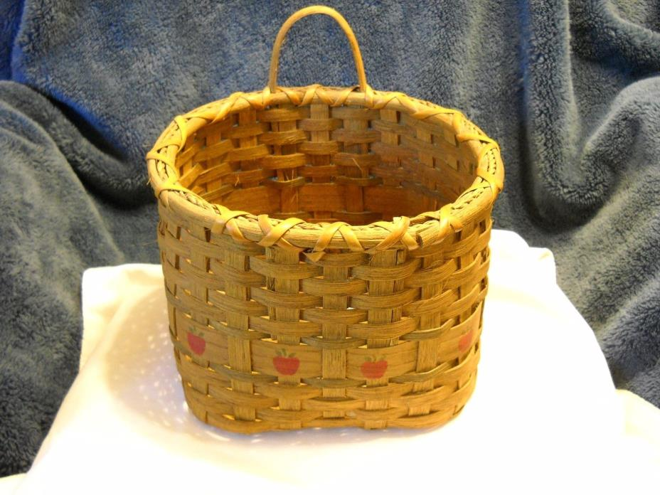 VINTAGE COUNTRY WALL POCKET BASKET