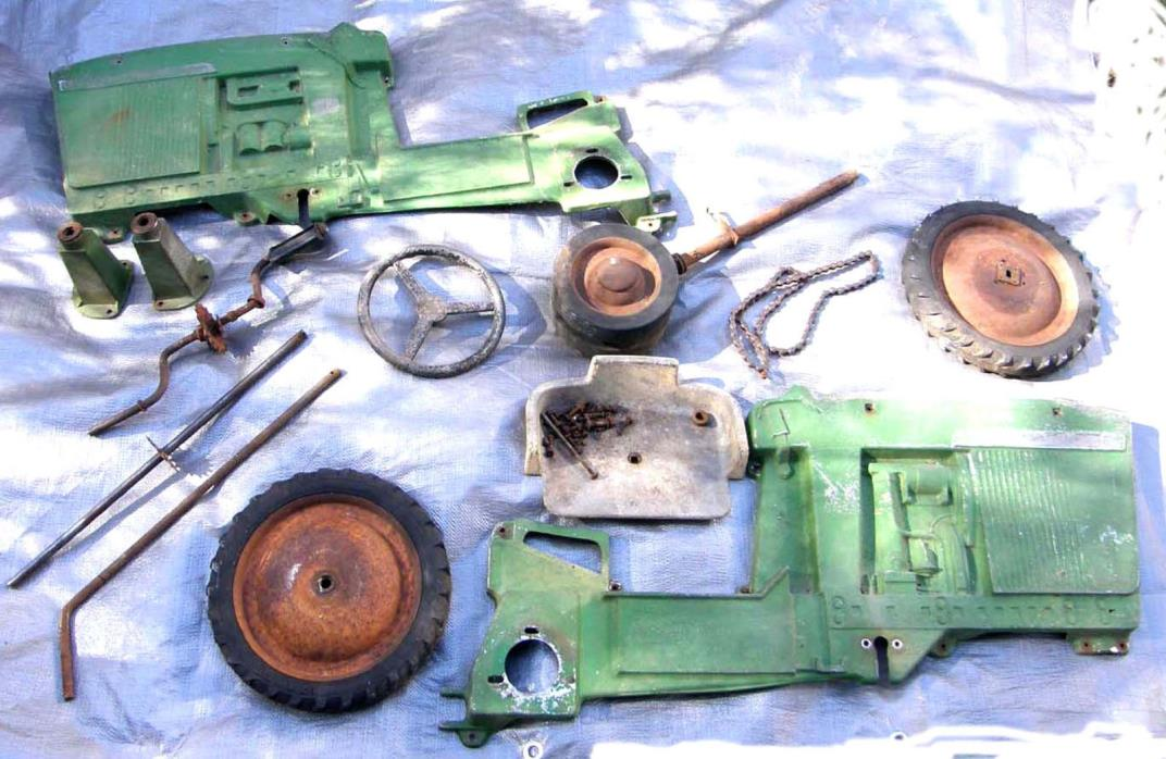 VINTAGE ERTL JOHN DEERE 20 D-65 RIDE-ON PEDAL CAR TRACTOR DISASSEMBLED