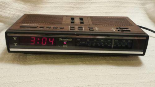 VINTAGE REALISTIC CHRONOMATIC 251 AM/FM RADIO DUAL ALARM CLOCK RED LED 12-1559