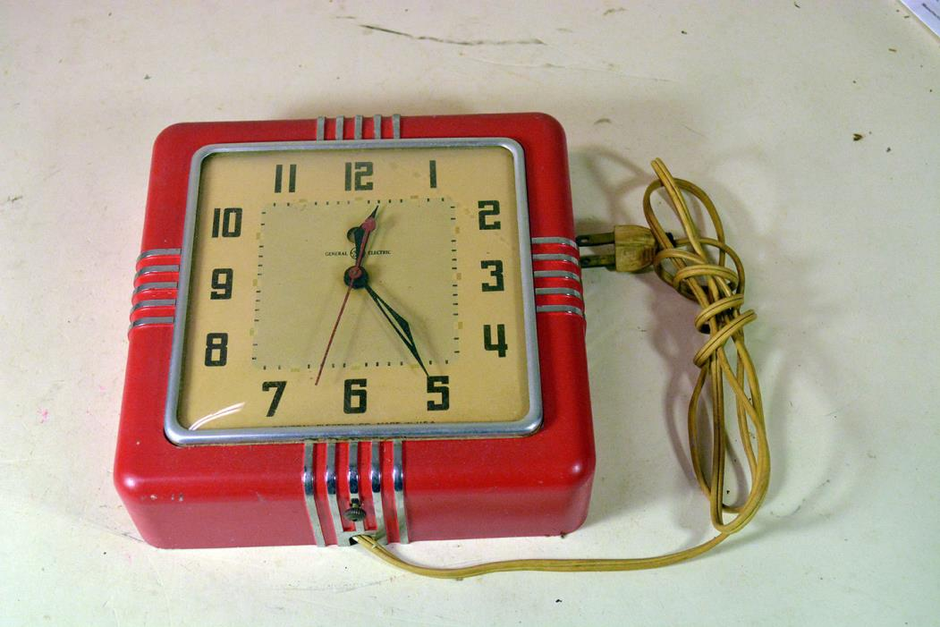 VINTAGE ART DECO SESSIONS RED KITCHEN WALL CLOCK ELECTRIC GE