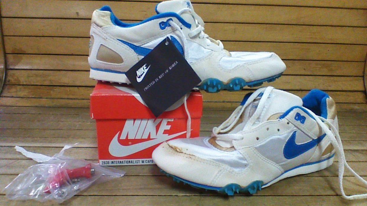 vintage Nike Internationalist track shoe SIZE 8