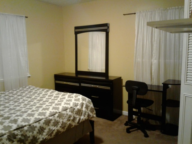 Two FEMALES roomates needed
