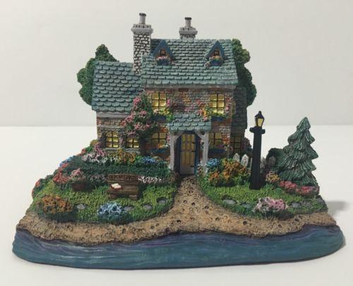 Thomas Kinkades' Cottage 1st Issue Lamplight Village Collection Hawthorne