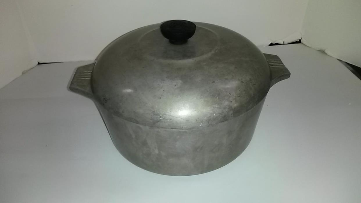 Vintage WAGNER WARE MAGNALITE 5 Qt Round Cast Aluminum Dutch Oven Roaster Pan