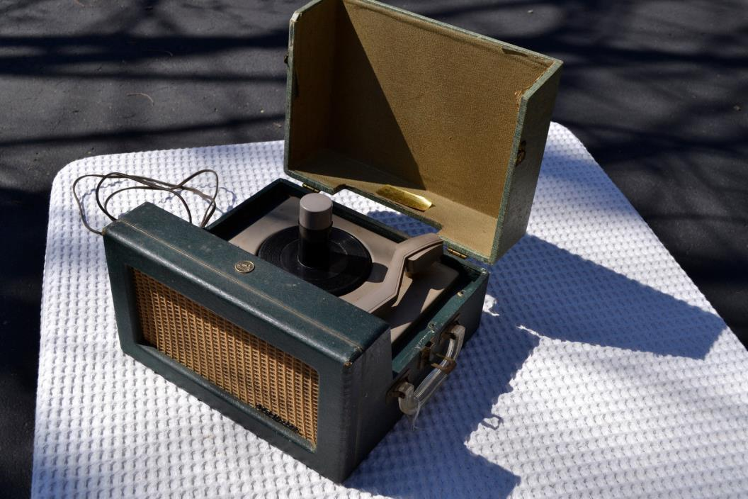 Vintage RCA 6-EY-3B Tube Amplified Portable 45 rpm Turntable