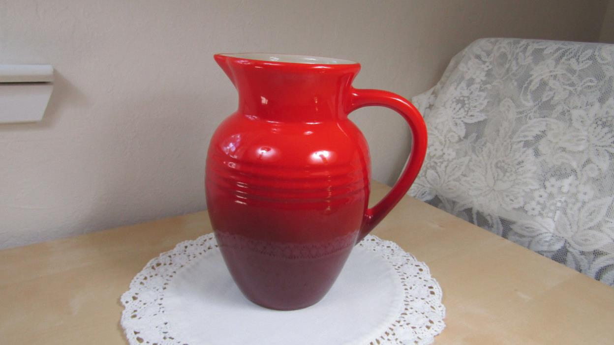 LE CREUSET LARGE 2 QUART STONEWARE PITCHER – CHERRY RED – BEAUTIFUL!