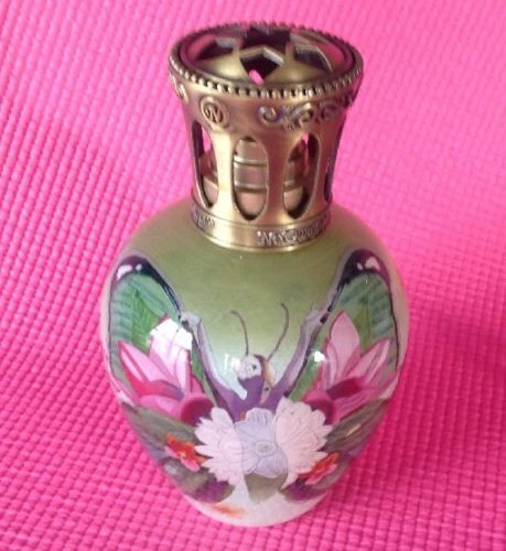 Butterfly Beauty Ne'Qwa Art Fragrance Lamp by Beverly Niffenegger