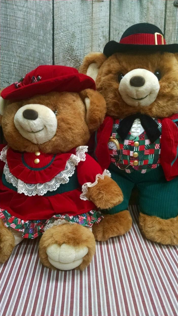 1994 Kmart CHRISTMAS A TEDDY BEAR LANE boy & girl, 21in Red Green Velvet, NWOT