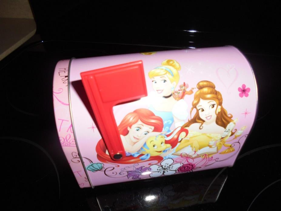 DISNEY PRINCESSES VALENTINE'S DAY TIN/METAL MAILBOX!!!! NEW~~~FAST DELIVERY!!!!
