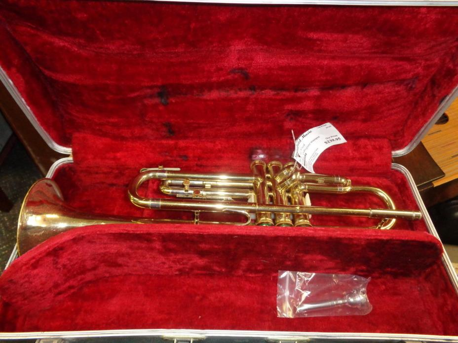 used Holton Collegiate Bb trumpet with hardshell case and mouthpiece Serviced
