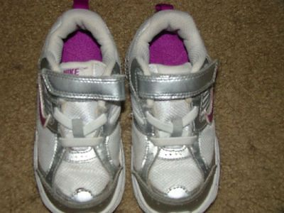 Unisex Toddler Nike Sneakers Shoes sz 8 (EUR 25 /14sm)