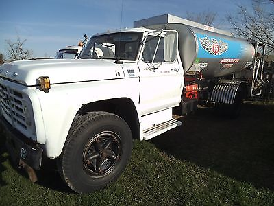 1979 FORD F600 FUEL DELIVERY TRUCK. 2200 GALLON GENERAL STAINLESS STEEL TANK.