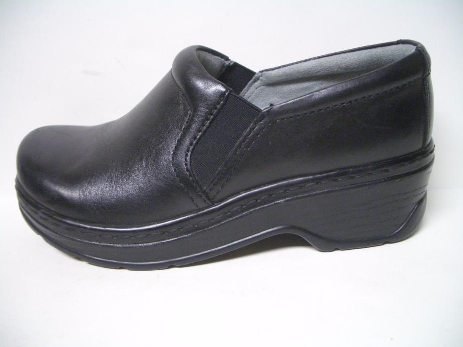 Women's Klogs black Leather Nurse shoes sz 7.5 Wide Slip Resistant Non Marking