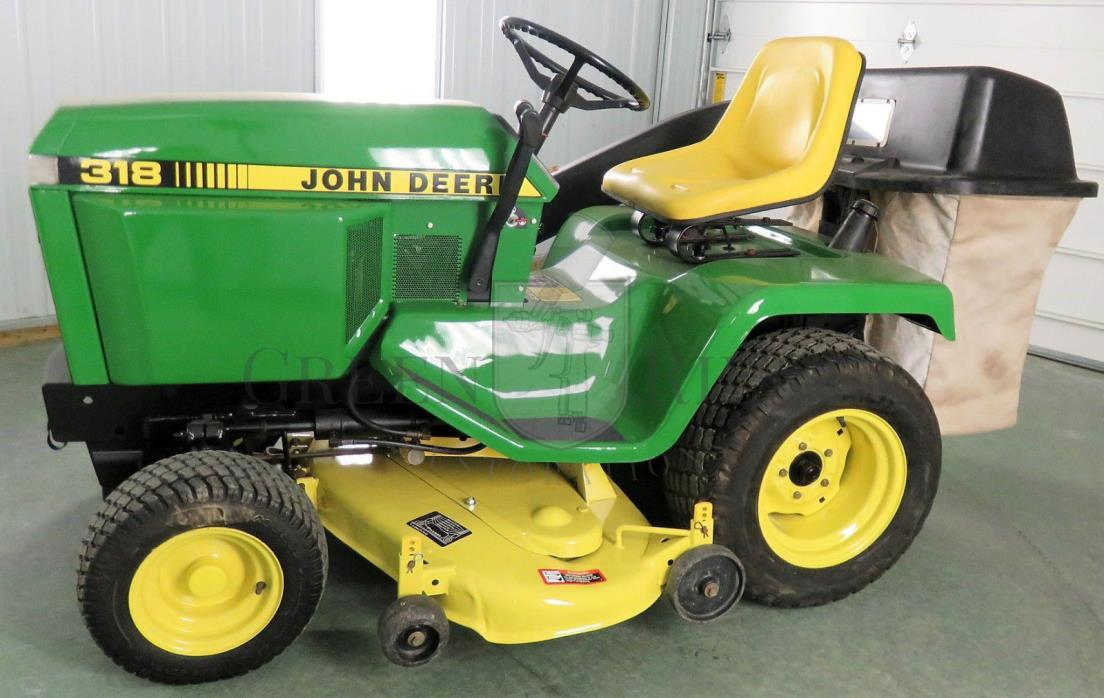 John Deere 318 Riding Lawn & Garden Tractor / Mower with Bagger System