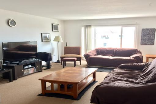 Large Room for Rent (utilities included)