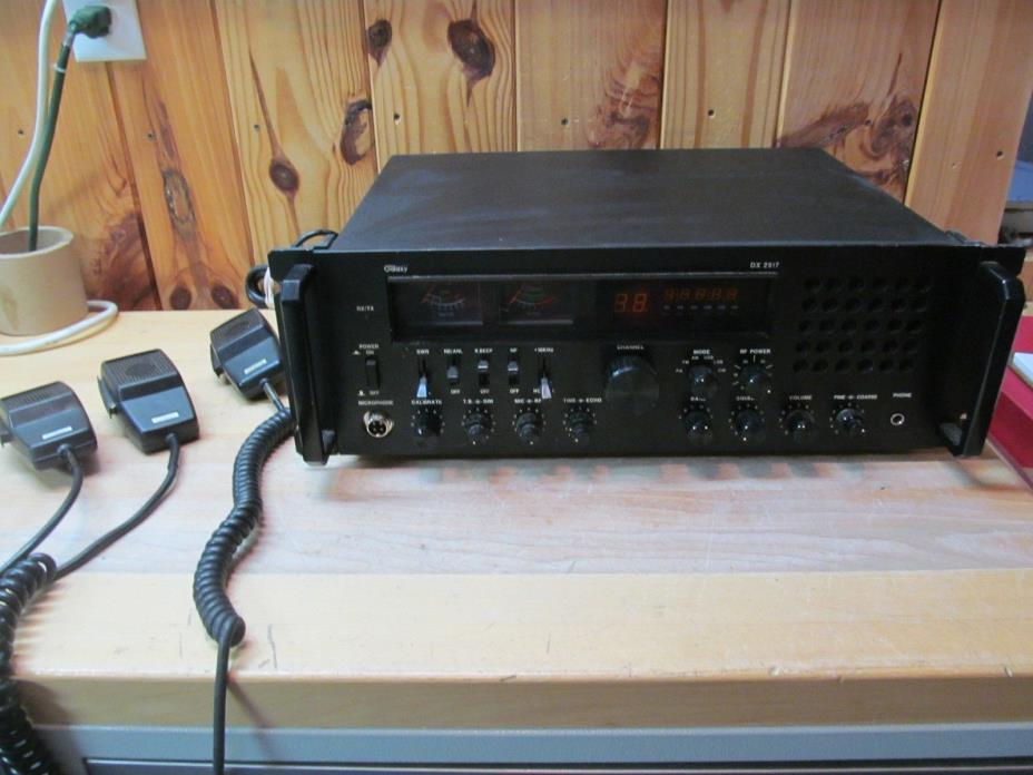 Galaxy DX 2517 10 Meter HAM Band Base Station Transceiver Radio w/ Microphones