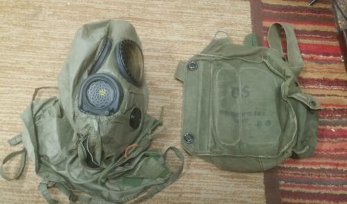 US Military M17 Gas Mask With Bag ,Great Shape !!