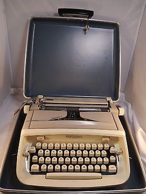 SALE!Vtg. '60s Royal Safari Portable Typewriter Brown/Cream with Hard Cover Case