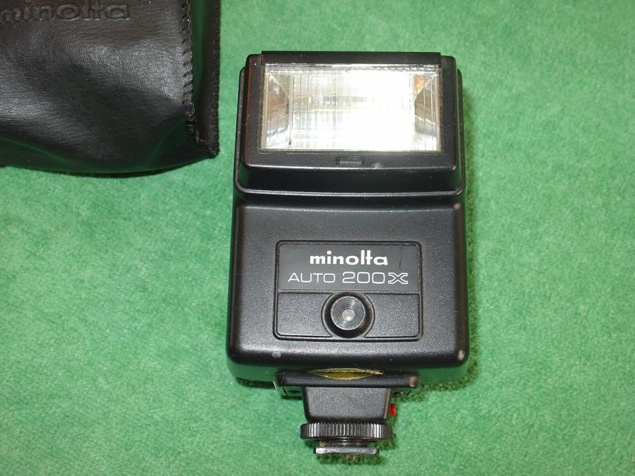 VINTAGE MINOLTA AUTO 200X FLASH WITH MINOLTA CASE
