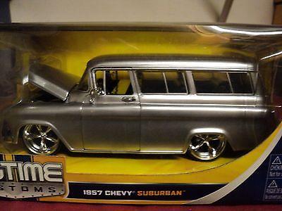 Jada 1957 Chevrolet suburban  1:24 Scale NIB  silver exterior 2010 release