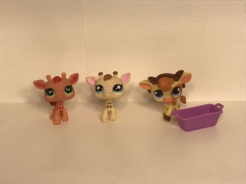 Littlest Pet Shops 2 Giraffes And 1 Cow + Accessories