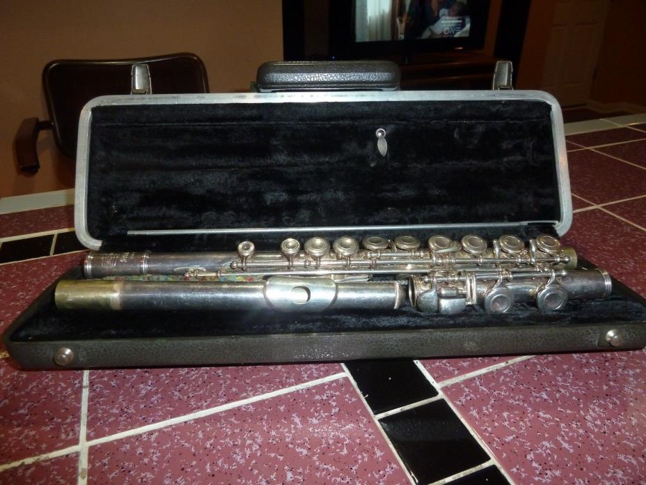 Vintage SELMER BUNDY Student/Band Grade Nickel Silver Flute
