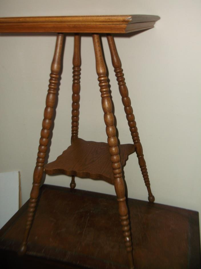 00Vintage Oak two tier Parlor table antique plant entryway side lamp turned legs