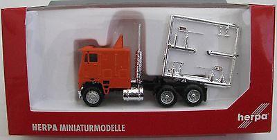 Freightliner C.O.E. Semi Truck, Herpa, HO Scale