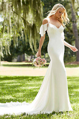 ROMANTIC V-NECK BEACH WEDDING DRESS. REGULAR AND PLUS SIZES. HANDMADE.