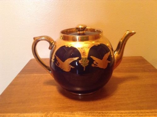 Beautiful vintage Crown Staffordshire Gibsons England cobalt blue & gold teapot