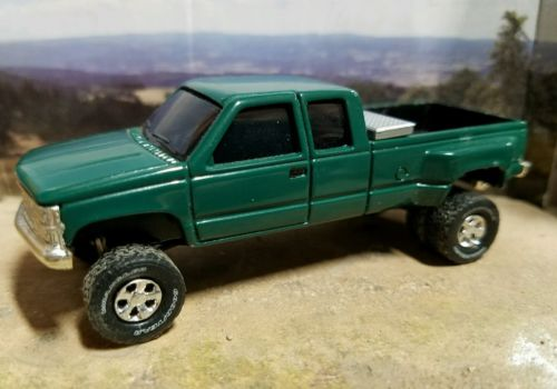 Custom 1/64 90s 4wd Chevy Silverado Dually truck CHEVROLET farm 4x4 Duramax ertl